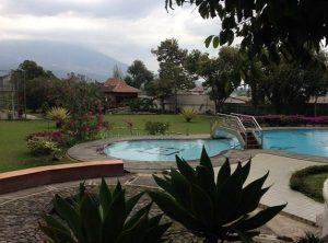 Villa Di Batu Malang Kolam Renang