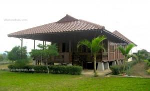 Villa rumah kayu depan