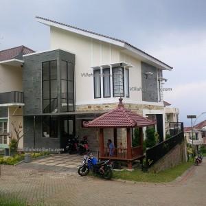 Villa Kolam Renang Batu Disewakan