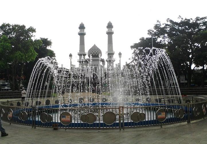 Alun – alun kota Malang