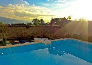 Villa keluarga fasilitas kolam renang di Malang Batu
