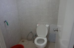 bathroom villa kusuma estate batu
