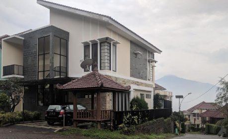 Villa Zakiya Kusuma Pinus Batu