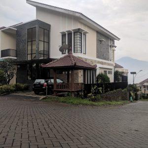 Zakiya Villa Batu 11